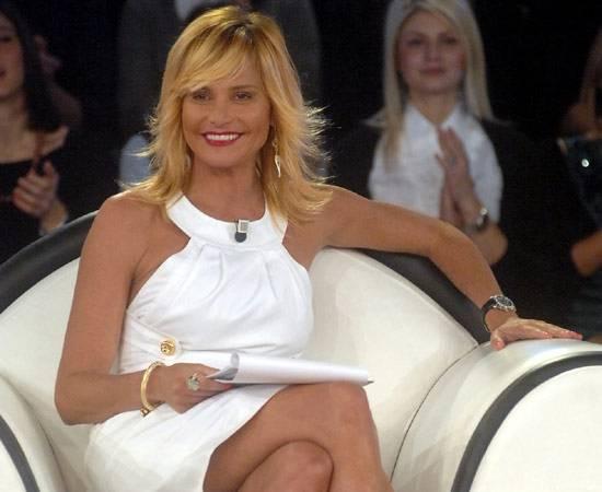 """Simona Ventura: """"L'Isola 8 contro il GF 11? La vera competizione mi eccita"""""""