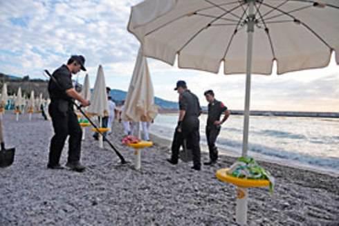 NAPOLI / Spiagge, inquinamento, vandalismo e allarme bomba: periodo nero per il litorale flegreo