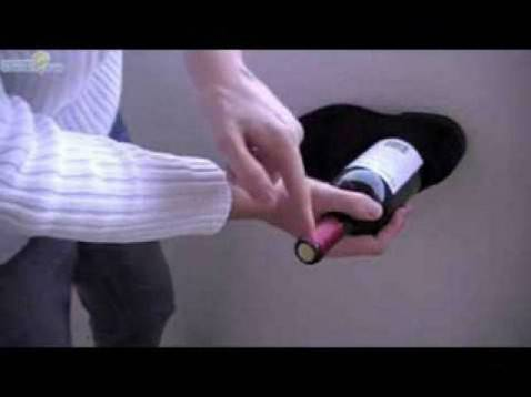 Come aprire una bottiglia di vino senza cavatappi video - Aprire una porta senza chiavi ...