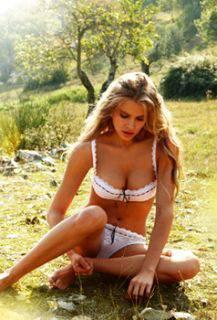 10 intim09 Intimissimi primavera estate 2012: fotogallery sexy e provocante della modella Tanya Mityushina