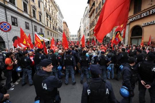 Corteo Fiom Roma: circa 30mila le persone in piazza al grido di 'Democrazia al lavoro' (video Youreporter)