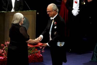 Robert G. Edwards riceve il Nobel per la Medicina nel 2010 (Getty Images)
