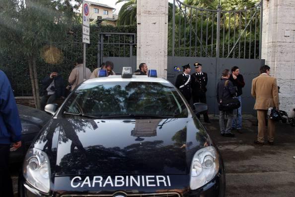 Napoli: cede soffitto a scuola. Quattro feriti tra docenti e alunni