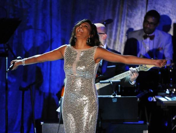 Giallo sulla morte di Whitney Houston: secondo 007 privato è stata uccisa dai narcos perchè…