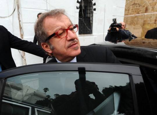 110901737 Maroni: il Pdl sostiene Monti e cala nei sondaggi, Lega alla riscossa
