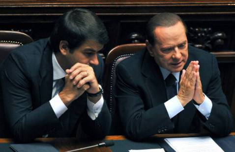 Raffaele Fitto con Berlusconi (AFP PHOTO/ ANDREAS- Getty Images)