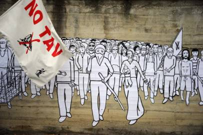 Manifestazione No Tav dipinta su murales (OLIVIER MORIN/AFP/Getty Images)