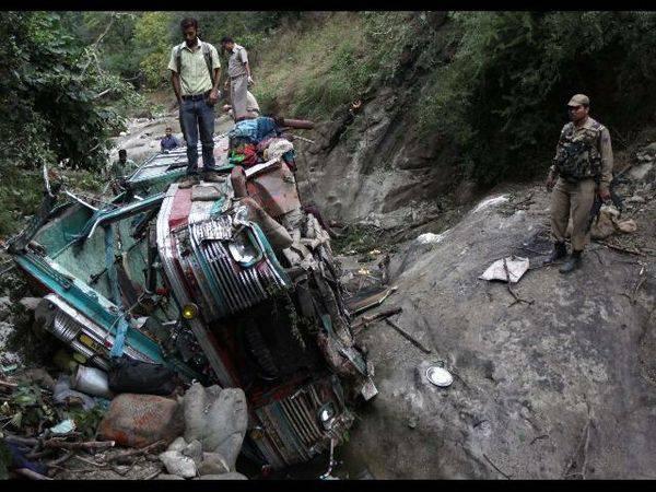 India: incidente bus sull'Himalaya. Almeno 28 le vittime