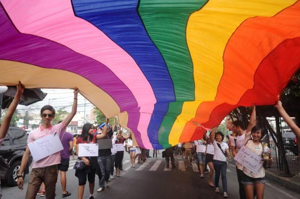 Russia: una legge istituisce multe per chi esterna la propria omosessualità