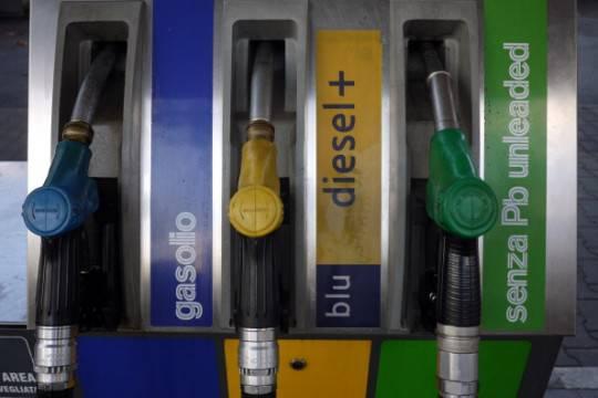 Benzina: Q8 e Tamoil mettono mano al listino, i prezzi continuano a scendere