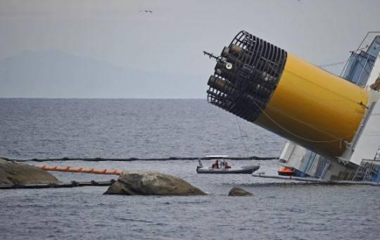 Costa Concordia: salgono i costi per la rimozione della nave, 400 milioni di dollari