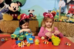 Bambine giocano (Joe Corrigan/Getty Images)