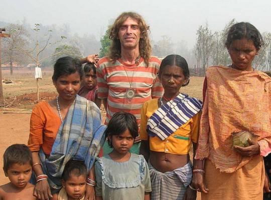 """Turisti italiani rapiti in india, Bosusco raggiunto via radio: """"Sto bene voglio rimanere nella giungla"""""""
