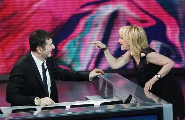 Littizzetto a Carla Bruni show spettacolare a Sanremo… Duetto indimenticabile. GUARDA VIDEO!!!