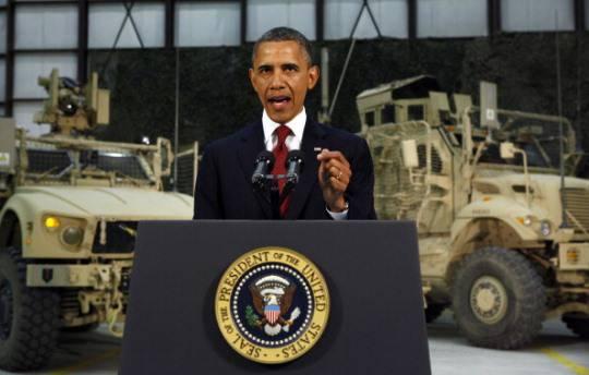 Guerra in Afghanistan: blitz elettorale di Barack Obama a Kabul, attentato kamikaze subito dopo la ripartenza