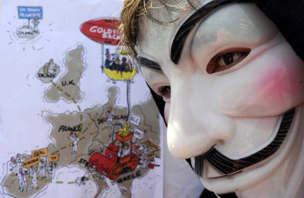 """Anonymous blocca il portale di CasaPound e dice: """"sono fascisti e pericolosi"""""""