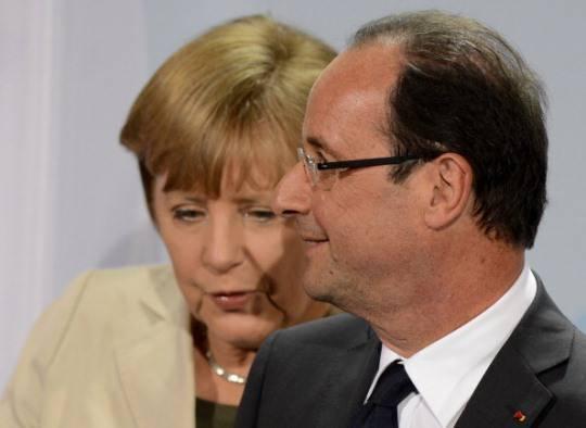 Vertice Francois Hollande-Angela Merkel: salvare la Grecia obiettivo primario, divergenze sugli eurobond