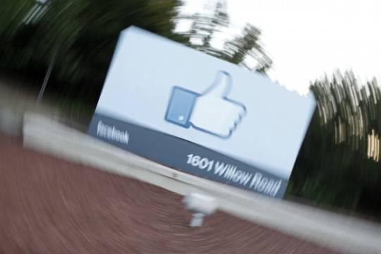 Facebook: in picchiata i titoli del social network