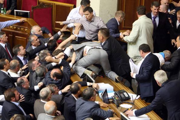 Ucraina furibonda rissa in parlamento video youtube for Parlamento ieri