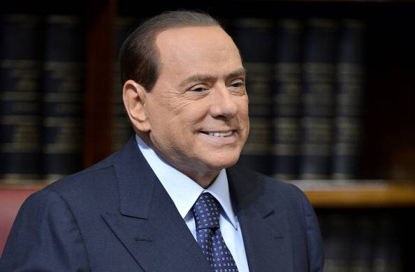 """Berlusconi infrange di nuovo le regole e torna ad attaccare la magistratura: """"Una sentenza mostruosa"""""""