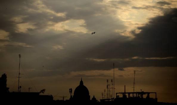 Scandalo Vaticano: Paolo Gabriele tace nell'interrogatorio, caccia ad uno 'stormo di corvi'