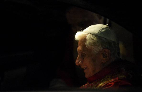 Papa Ratzinger a Milano: tre giorni in nome della Famiglia e lontano dallo scandalo Vaticano