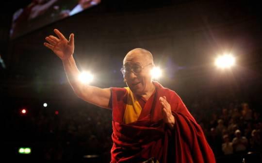Livorno: sindaco Nogarin consegna la cittadinanza onoraria al Dalai Lama