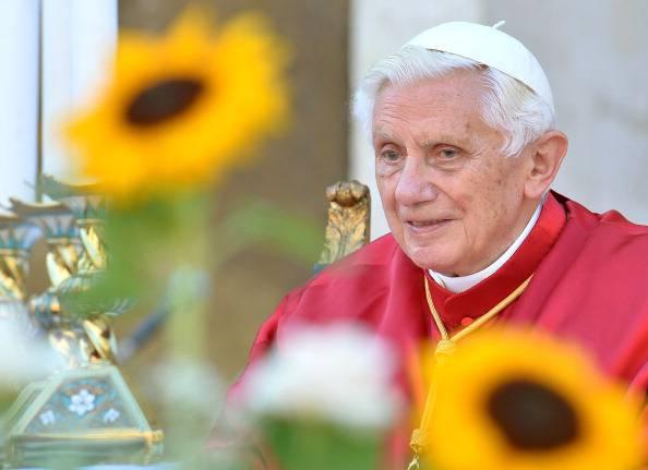 Scandalo in Vaticano, spuntano tre nuovi indagati: un vescovo, un cardinale e la governante tedesca