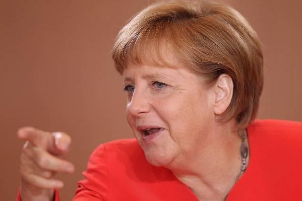 Angela Merkel: la Grecia deve restare nell'euro