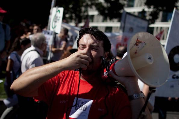Spagna: a Madrid grande manifestazione anti-crisi per un referendum contro i tagli