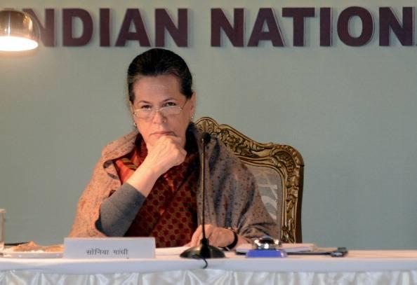 """Vicenda marò, Sonia Gandhi: """"Tornino in India"""""""
