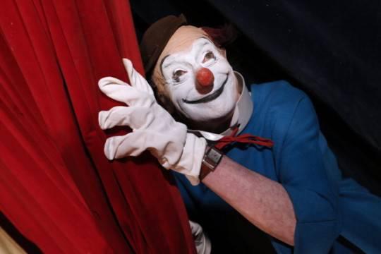 Arrestati finti volontari 'clown terapy', intascavano i soldi destinati ai bambini malati