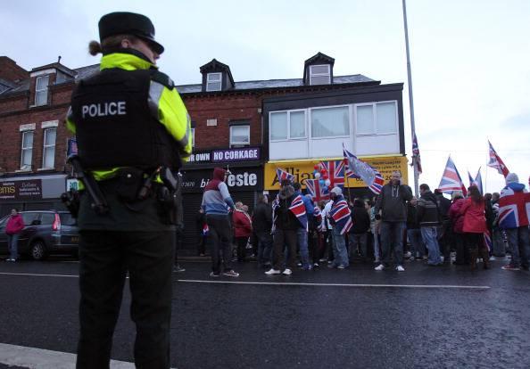 Belfast: scontri e tafferugli tra lealisti e polizia. Torna la violenza in Ulster