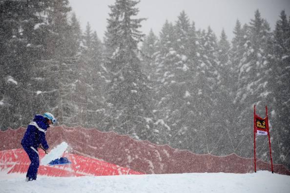 Maltempo: forte nevicata sul valico di Colfiorito