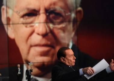 Silvio Berlusconi  parla di Monti a Porta a Porta (Photo FILIPPO MONTEFORTE/AFP/Getty Images)