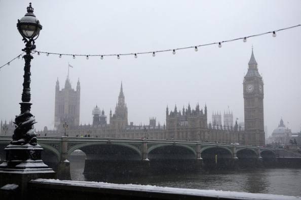 La Gran Bretagna sotto una folta coltre di neve