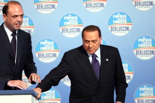 """Berlusconi promette: """"Possibili quattro milioni di nuovi assunti"""""""