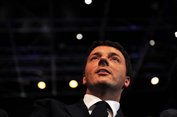 """Matteo Renzi al serale di """"Amici"""" di Maria De Filippi"""