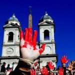 Contro la violenza di genere e il femminicidio le piazze italiane si tingono di rosso