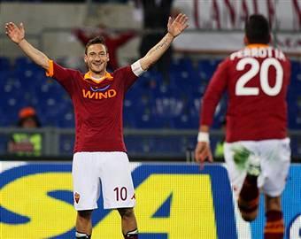 Roma-Genoa 3-1, un immenso Totti trascina i giallorossi VIDEO