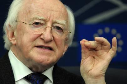 Irlanda il presidente della repubblica firma legge su for Legge della repubblica