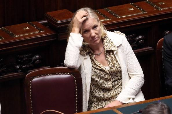 Josefa Idem risponde alle accuse: contro di me parole brutali, chiedo scusa ma non mi dimetto