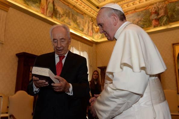 """Shimon Peres ricevuto da Papa Bergoglio: """"Rapporti Israele-Vaticano mai così buoni"""""""