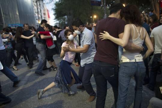 Istanbul: tribunale amministrativo autorizza distruzione di Gezi Park