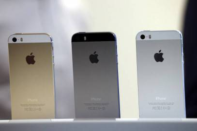 L'iPhone 5S nelle tre tinte disponibili (Justin Sullivan/Getty Images)