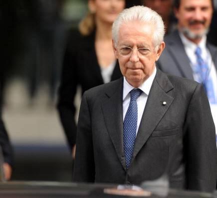 """L'affondo di Monti al Governo Letta: """"Si sono inginocchiati al Pdl"""""""