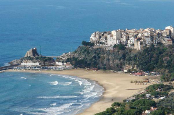 Matrimonio Spiaggia Sperlonga : Sperlonga mare e tanto relax direttanews