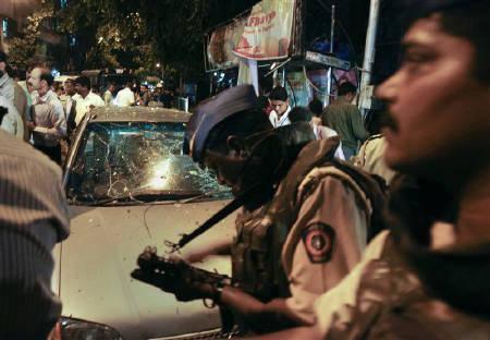 Attentati a Mumbai: terrorismo islamico colpisce ancora con ordigni Ied, 17 morti e 100 feriti