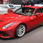 La Ferrari F12 Berlinetta costerà 274.400 €, prezzi contenuti rispetto alla rivale Lamborghini Aventador
