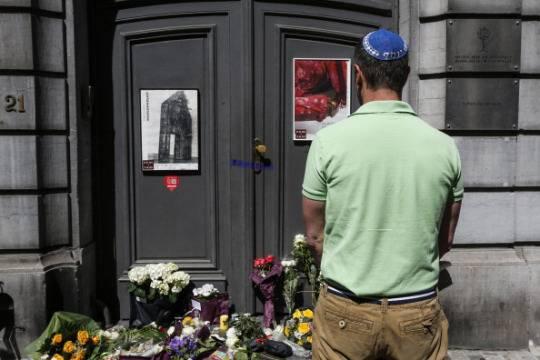 Omaggio alle vittime dell'attentato al Museo ebraico di Bruxelles (THIERRY ROGE/AFP/Getty Images)